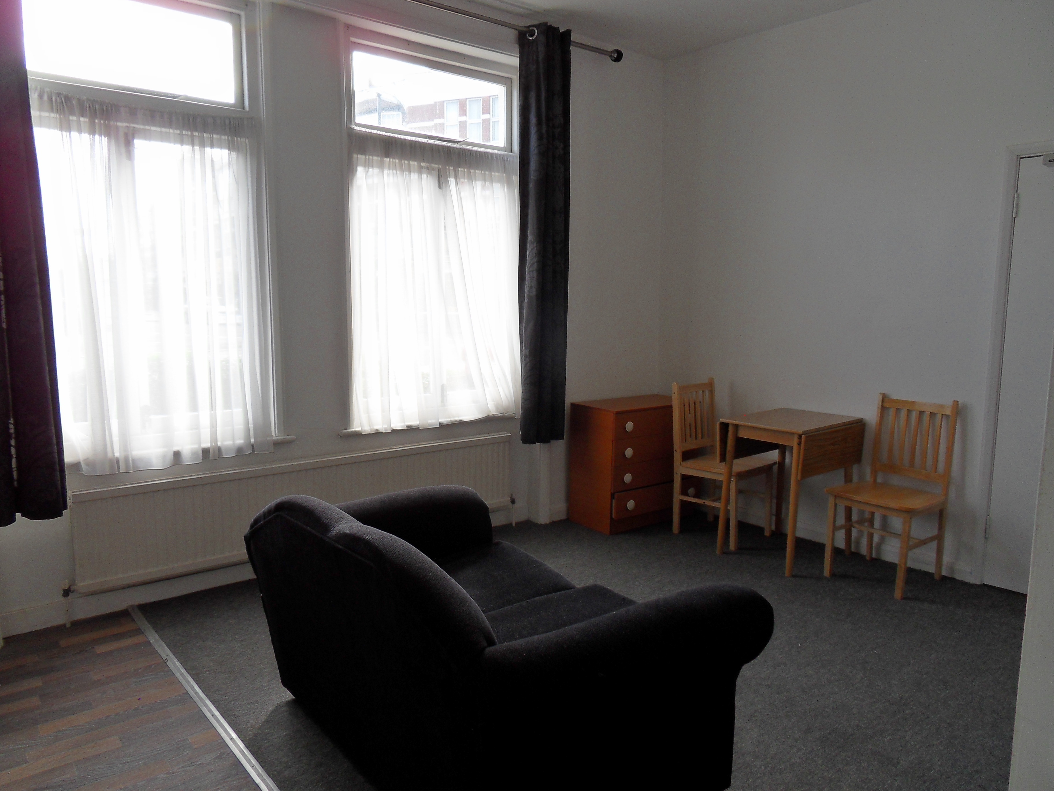 £750  Flat in Winchmore Hill N21, Studio bed, 1 bath,