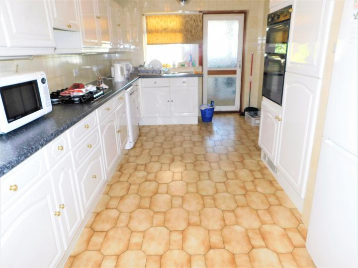 3 Bed Detached House Beverley Drive Edgware Ha8 Smith